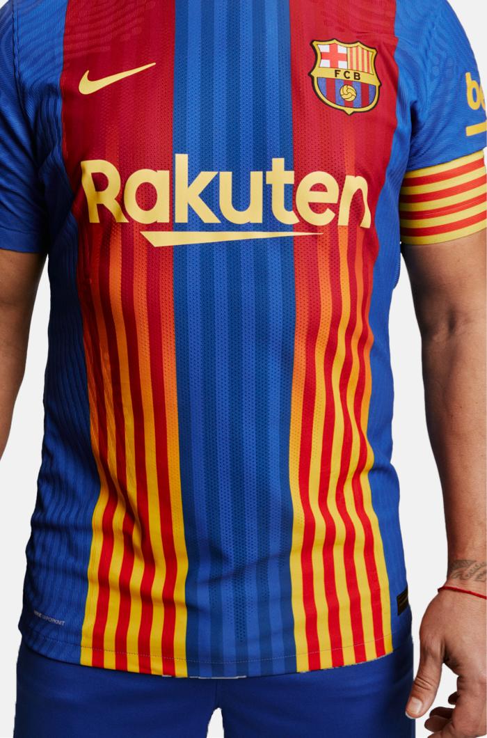 Puyol præsenterer den nye El Clásico-trøje
