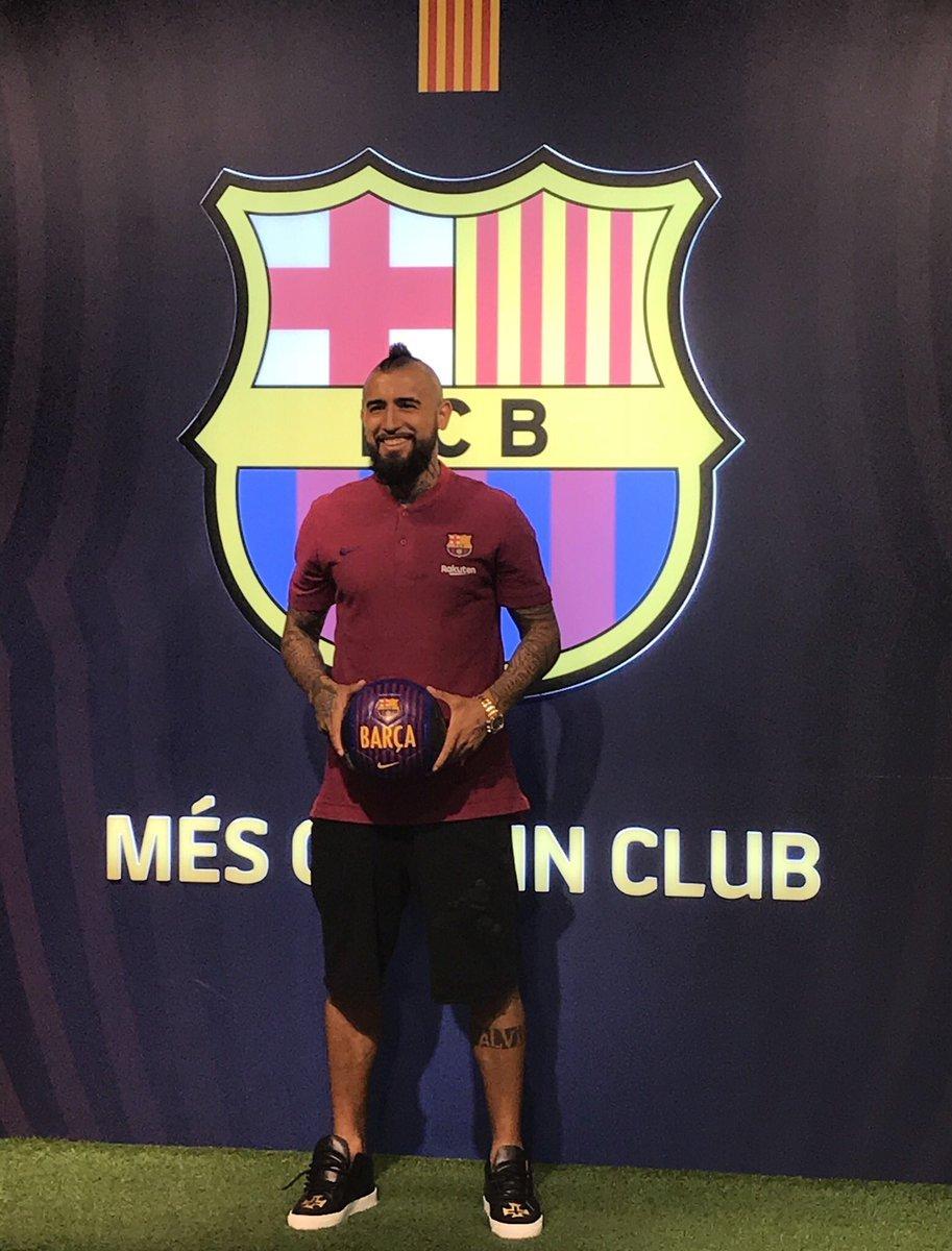 Se billederne: Arturo Vidal er landet i Barcelona